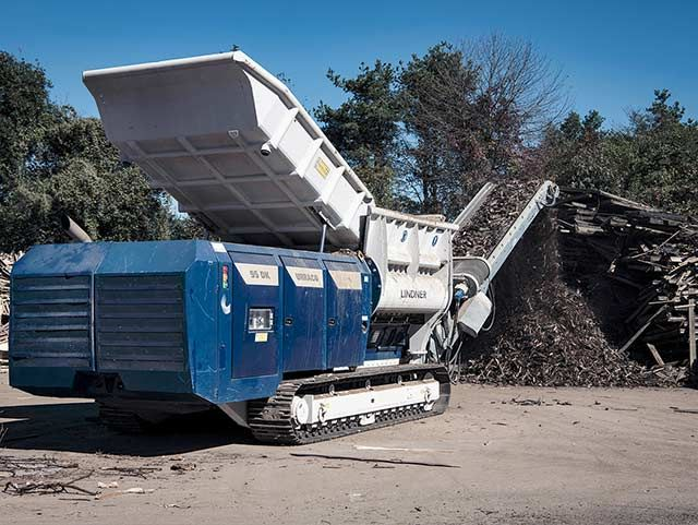 Lindner Urraco 95 DK: effortlessly shredding railway sleepers at Gojer for one year